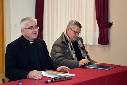 biskup Mate Uzinić i Neno Kužina - Skupština HDKN-a 2014.